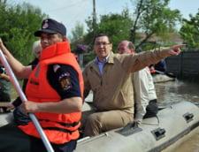 Boc, dupa vizita lui Ponta la inundatii: Ii mai lipsea o galetica si o lopatica