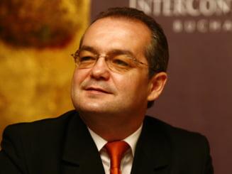 Boc a aflat de pe Google salariul lui Isarescu