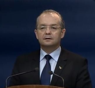 Boc explica de ce nu a depus bugetul pe 2012 la Parlament