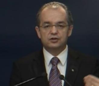 Boc se lauda ca modernizeaza 10.000 de km de drum, platiti din 2013