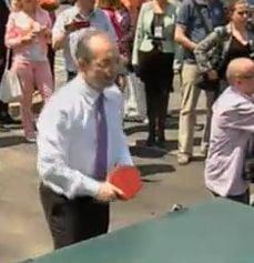 Boc si Udrea s-au distrat la Campina - El a jucat ping pong, ea a taiat panglici (Video)