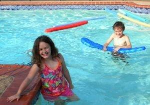 Apa trece, bolile raman. Atentie la infectiile luate de la piscina! | ciuperca.realitateasatelor.ro
