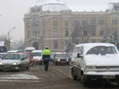 Borbely: Primarii ar fi trebuit sa intervina mai prompt cu utilajele de deszapezire, nu sa astepte ajutor de la centru