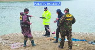 """Braconieri prinsi pe lacul """"Izvoru Muntelui"""""""
