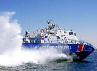 Braconieri turci opriti cu focuri de arma de politia de frontiera: Trei marinari au fost raniti usor, pescadorul s-a scufundat