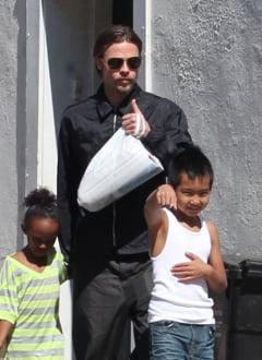 Brad Pitt o acuza pe Angelina Jolie ca nu protejeaza viata privata a copiilor lor