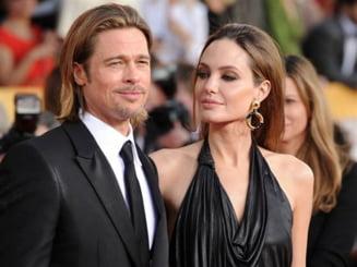 Brad Pitt si Angelina Jolie s-au casatorit