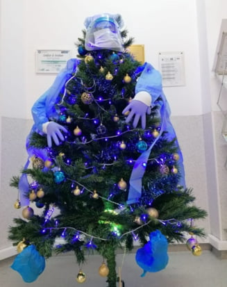 Brad decorat in mod inedit la un spital cu pacienti COVID-19. Ideea originala avuta de personalul medical