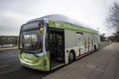 Britanicii se vor plimba cu un autobuz care merge cu biogaz provenit din excremente