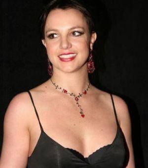 Britney Spears si-a pierdut virginitatea la 14 ani
