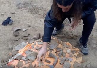 Bucati din cetatea antica Tomis, pe camp, din cauza lucrarilor la un bloc. Arheolog: S-au distrus marturii din istoria Constantei