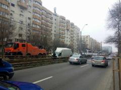 Bucuresti: Circulatia tramvaiului 41 a fost blocata de o duba care a intrat pe sine - UPDATE
