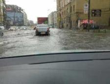 Bucurestiul e sub ape: Strazi inundate, din tavanul Garii de Nord porneste o cascada (Galerie video)