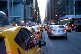 Bucurestiul va fi iar blocat, marti, de un protest al taximetristilor care se opun legii Uber