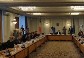 Bugetul pe 2016, dezbatut si votat pe banda rulanta in comisiile din Parlament