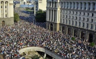 Bulgaria fierbe: Mii de oameni in strada, circulatie blocata in Sofia (Video)