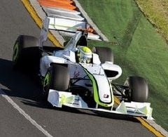 Button a dat in judecata Mercedes GP pentru un monopost!