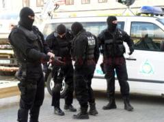 Buzau: Un barbat a fost retinut de politie pentru trafic de droguri. Peste un kilogram de cocaina a fost ridicat in urma perchezitiilor