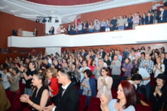 """Buzoienii sunt invitati la teatru, de Dragobete, cu multe surprize si piesa """"O noapte furtunoasa""""."""