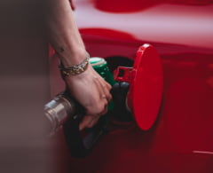 """Când a renunțat România la """"combustibilul morții"""" si unde găsesti cel mai bun carburant. Ce spun șoferii"""