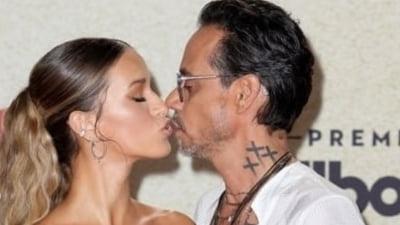 Cântărețul Marc Anthony și-a prezentat noua iubită tinerică. Sărut pasional pe covorul roșu și misterul care planează în jurul femeii VIDEO