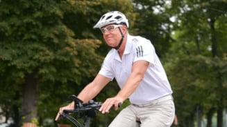 Cât costă bicicleta folosită de Klaus Iohannis. Un model identic ajunge la 2.500 de euro