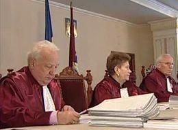 CC interpreteaza Constitutia in favoarea lui Basescu