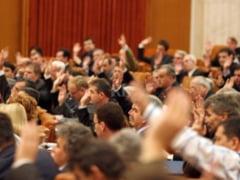 CCR: Angajarea rudelor la Parlament, neconstitutionala. Vezi lista parlamentarilor luati in vizor de ANI