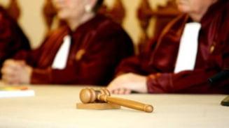 CCR: Dreptul judecatorilor Curtii la pensia de serviciu, constitutional
