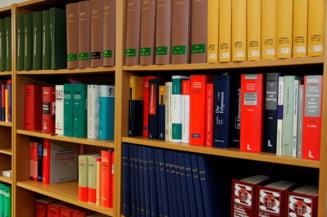 CCR: Legea manualului scolar e neconstitutionala
