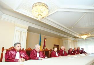 CCR: Referendumul pentru demiterea lui Basescu e valabil doar cu prezenta la vot peste 50%