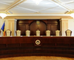 CCR admite partial sesizarea lui Dancila: Iohannis e obligat sa numeasca interimari, dar si premierul trebuie sa mearga in Parlament