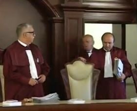 CCR admite sesizarea lui Iohannis: Legea incompatibilitatii primarilor, neconstitutionala