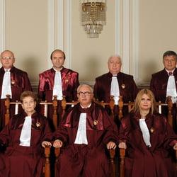 CCR dezbate sesizarile cu privire la Legea Referendumului si revocarea Avocatului Poporului (Video)