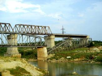 CFR cauta constructor pentru un pod nou peste Arges. Trenurile vor mai ocoli prin Videle inca cel putin 2 ani