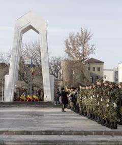 CINSTE EROILOR MARTIRI AI REVOLUTIEI/ Coroane in memoria celor ce si-au dat viata pentru libertate (FOTO)