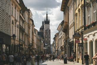 CORONAVIRUS Europa. Polonia redeschide mall-urile dar lasa scolile inchise