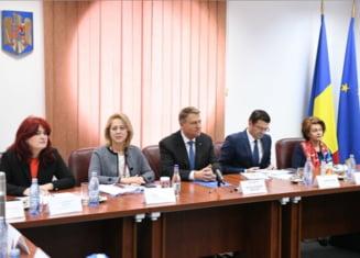 CSM, un butoi cu pulbere: De ce sta si se uita presedintele Klaus Iohannis, obligat de Constitutie sa fie mediator?