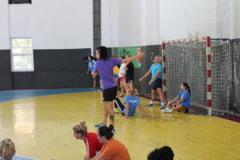 CSM Slatina s-a reunit cu doar 14 handbaliste in lot