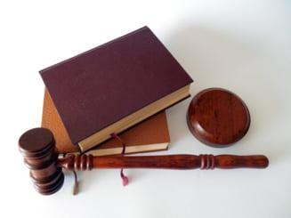 CSM i-a taiat salariul unui judecator care a criticat intr-un editorial decizia CCR in cazul Ordonantei 13