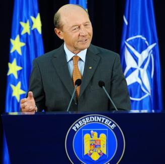 Ca de la un presedinte la altul: Basescu il felicita pe Iohannis