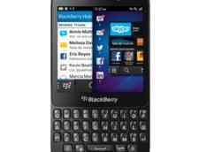 """Ca sa scape de faliment, Blackberry """"fura"""" de la Apple: Telefoanele vor fi fabricate de Foxconn"""