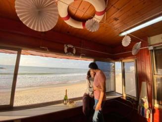 Cabinele salvamarilor din Tel Aviv, oferite gratuit pentru cine romantice. Peisajele de vis de care au parte doritorii