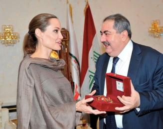 Cadou pentru Angelina Jolie de la ministrul irakian de Externe