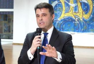 Cadouri de 7,5 milioane de euro cumparate de fostul primar al Sectorului 5 pentru elevi si profesori. Pachetele contineau dulciuri, agende si celebrul pix Montegrappa