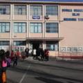 Cadrele didactice de la o școală din Constanța încep anul de învățământ printr-o grevă japoneză. Ce nemulțumiri au