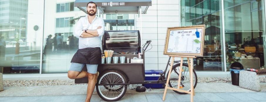 Cafeaua pe roti: Romanul care si-a propus sa concureze Starbucks
