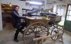 Calfa calatoare care s-a indragostit de Romania si a ramas aici: un german cucerit de plaiurile noastre si-a facut un atelier de dogarie in satul sibian Richis