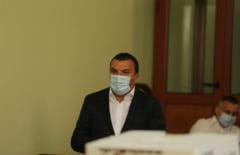 """Calin Dobra a privit de la masa jurnalistilor vizita ministrului Bode la Timisoara: """"Nu am fost invitat"""""""