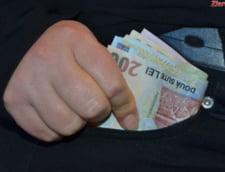Camatarul care il imprumuta pe Vlasov cu bani pentru pacanele a fost dat in urmarire generala